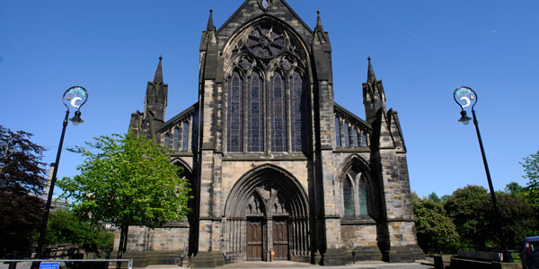 glasgow cathedral - a large church building in Glasgow
