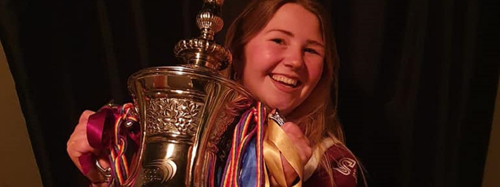 StrathUnion Sports President Eilidh Sneddon with the Glasgow Taxis Cup