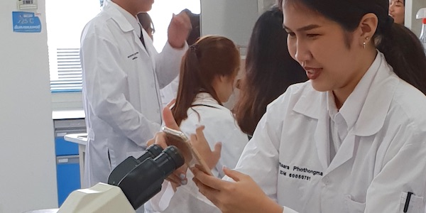 KMITL student in lab using mircroscope