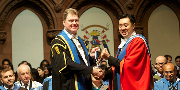 Guan Kiat Goh being presented with the 2015 Strathclyde People Award