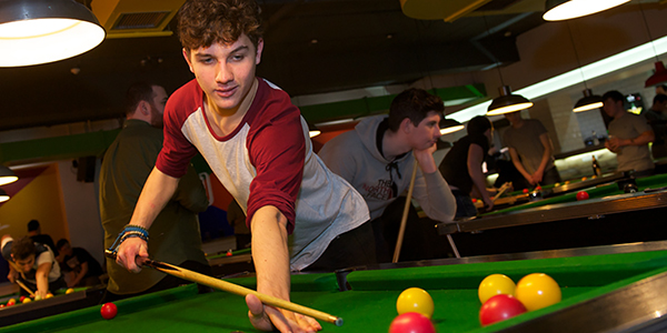 Students playing pool in the University of Strathclyde Students' Union