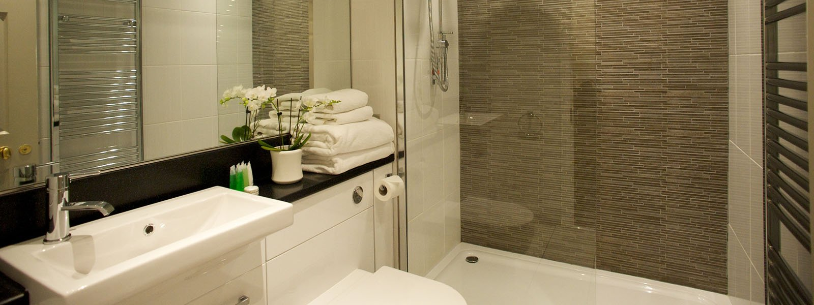 Ross Priory en-suite bathroom