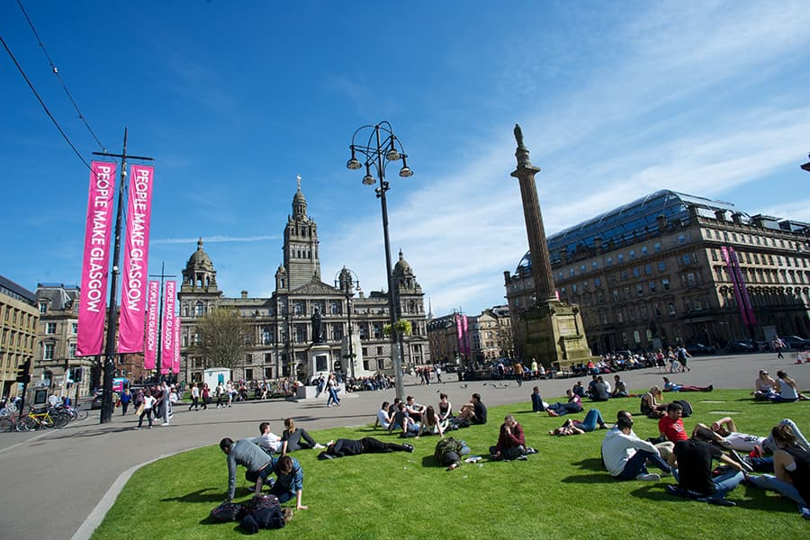 Glasgow City Chambers overlooking George Square on a sunny day