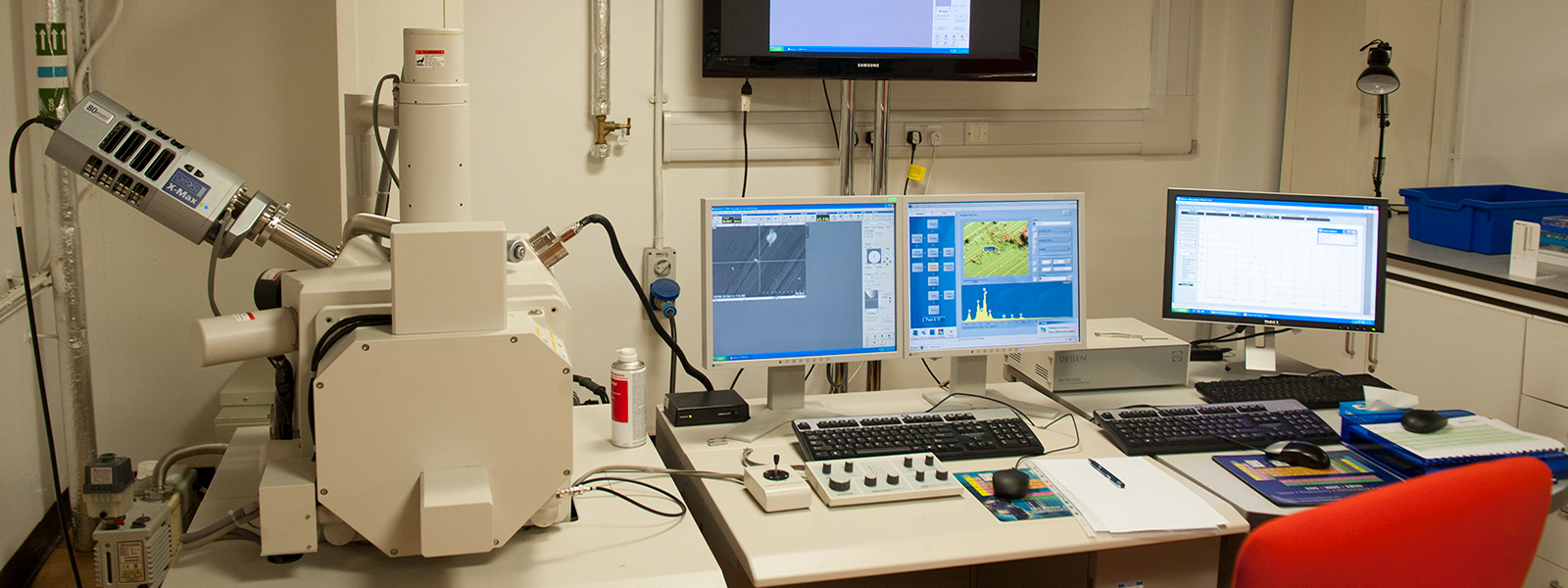 A photo of one of our microscopes in the AMRL